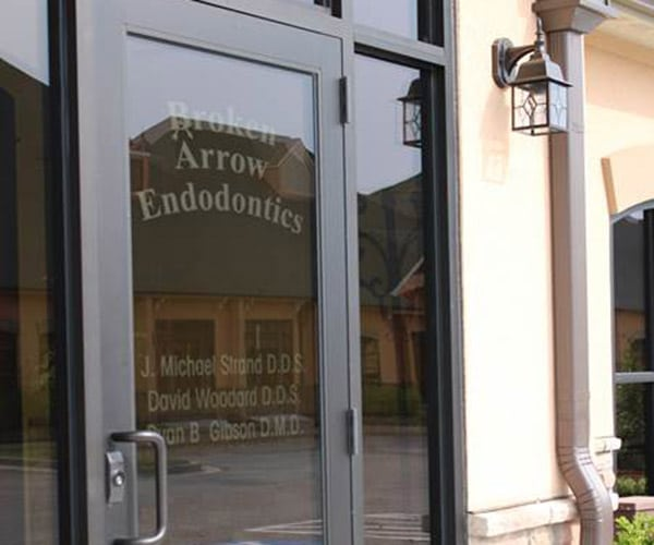 broken arrow endodontics door logo
